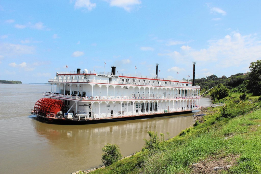 river cruise-steamship